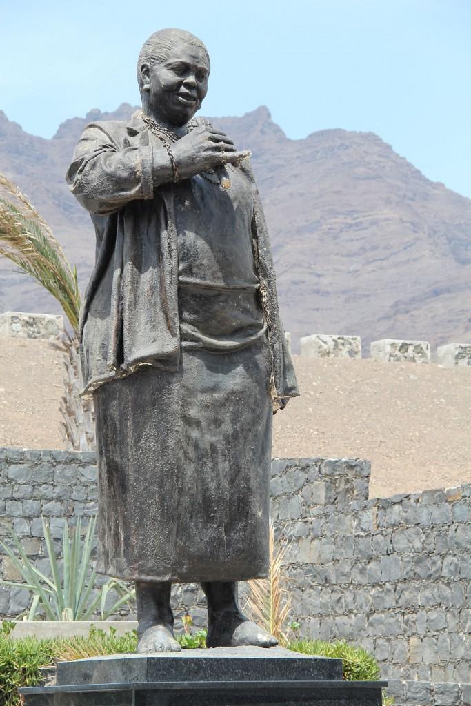 Statue von Cesária Évora, am Flughafen von São Vicente, Kapverden