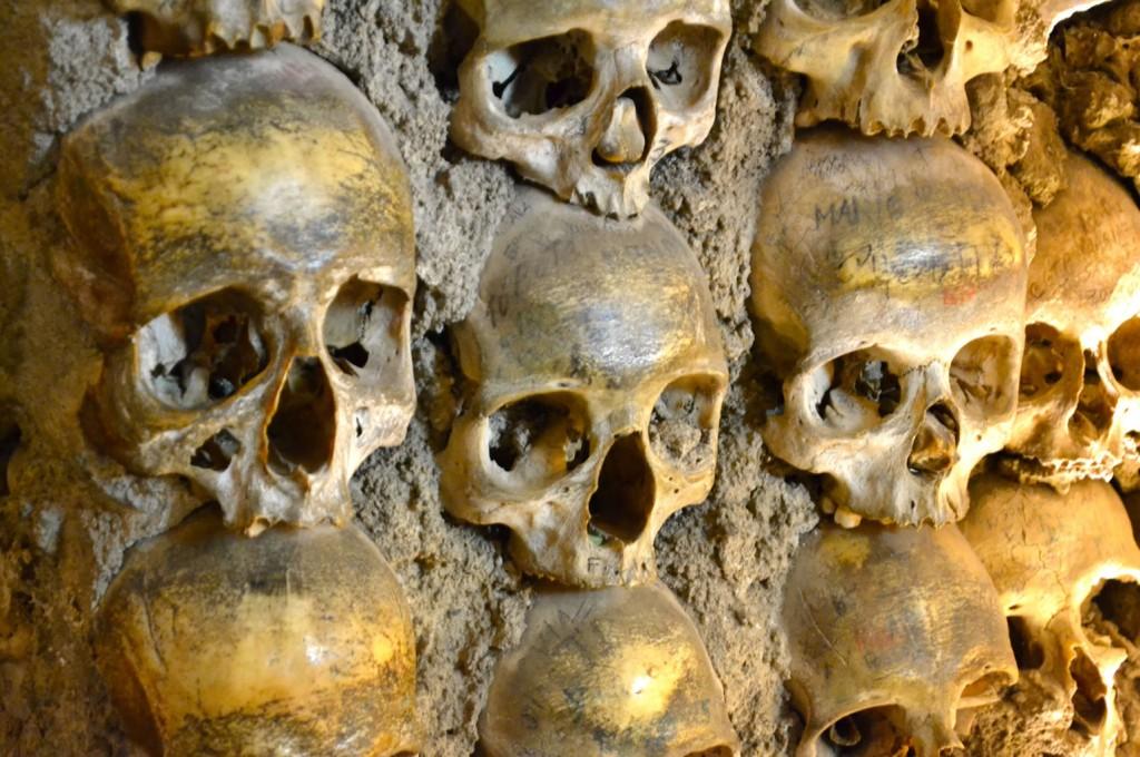Schauriger Anblick in der Knochenkapelle von Évora im Alentejo