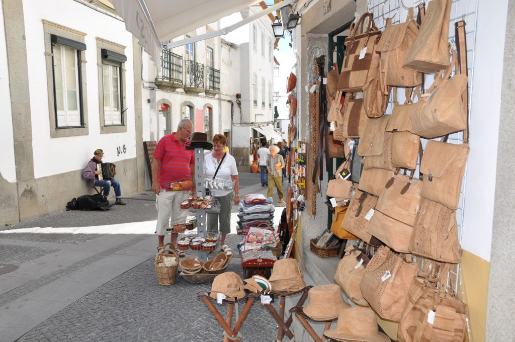 Beliebtes Souvenir: Körbe, Hüte, Taschen und vieles mehr wird im Alentejo aus Kork hergestellt