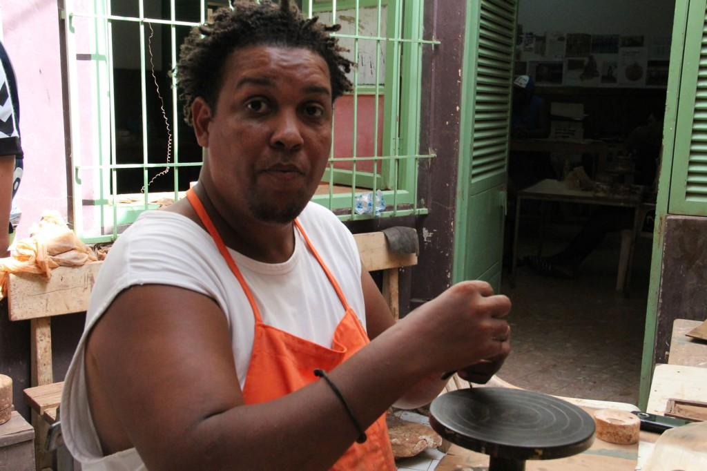 Töpfer Djoy Soares in Mindelo, Kapverden