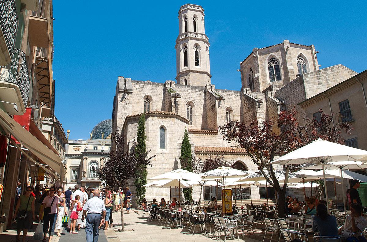 Plaza de la Iglesia in Figueres