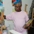 Künstler Kiki Lama bei der Arbeit in seinem Atelier in Mindelo, Kapverden