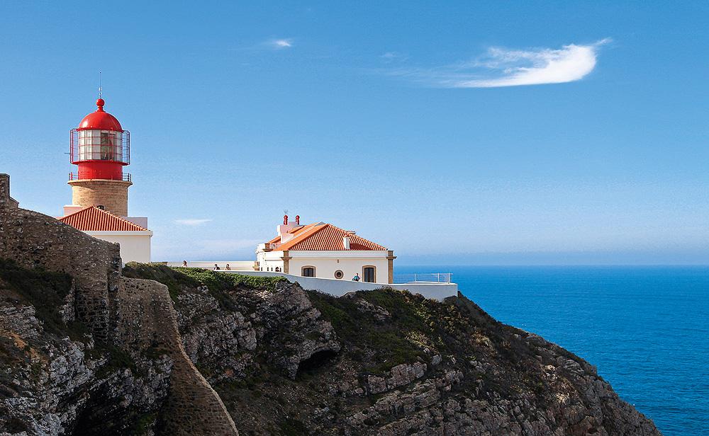 Portugal Algarve Sagres Leuchtturm auf Klippe