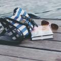 Tasche Buch Urlaubslektüre Tipps Sonnenbrille