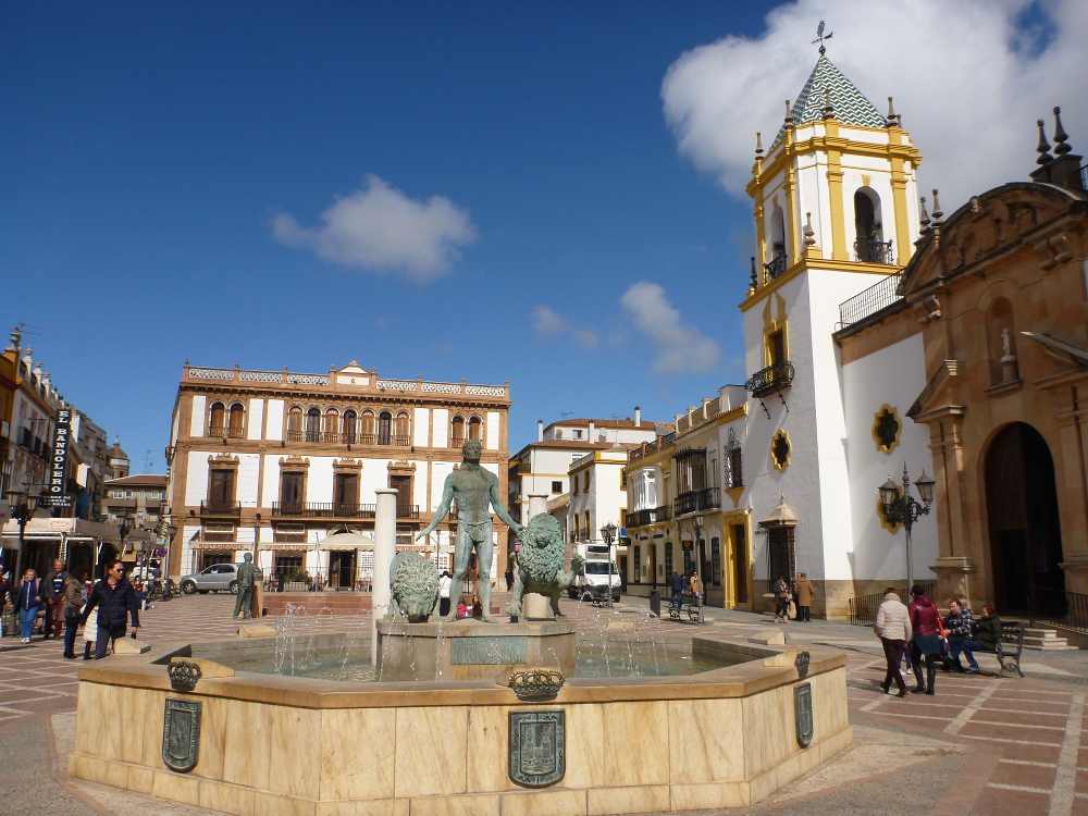 Brunnen vor Kirche