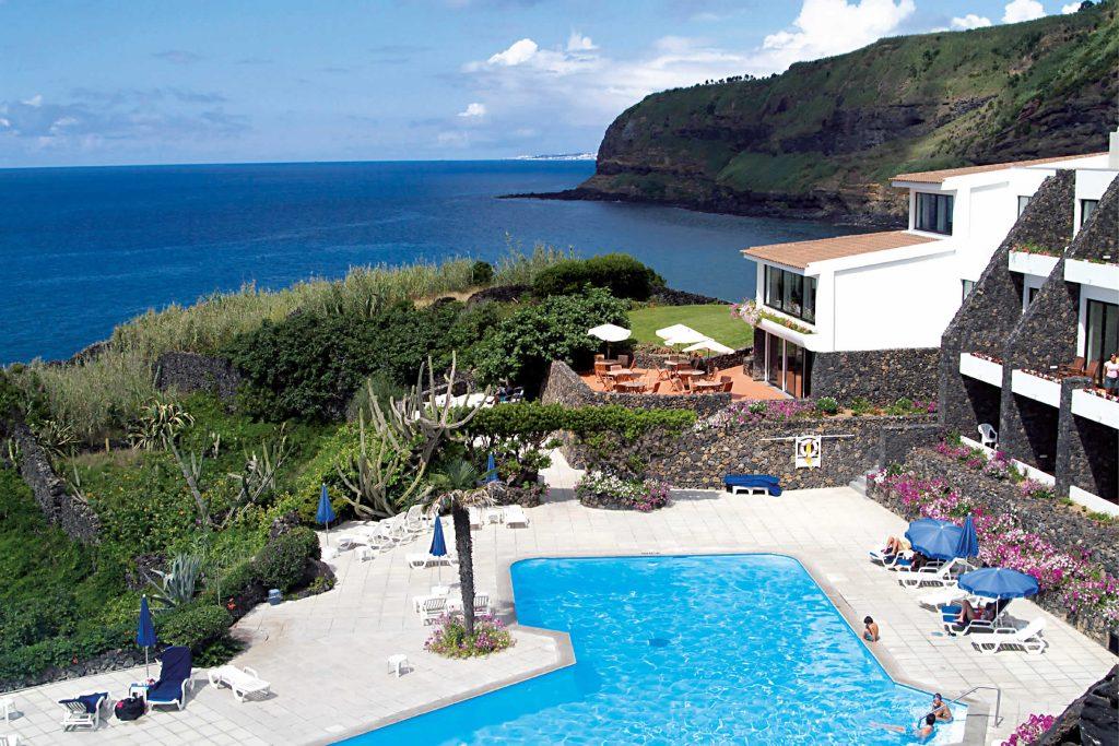Caloura Resort Hotel Außenansicht und Meerblick