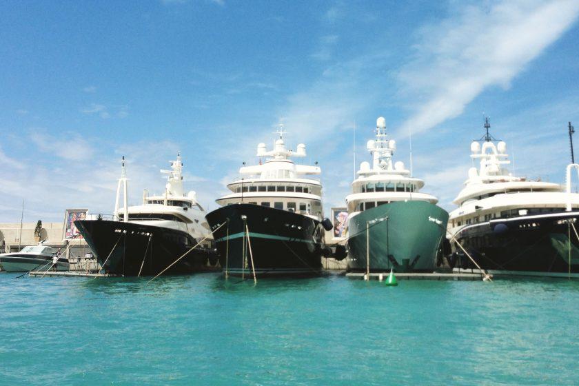 Super-Yachten im Port Adriano auf Mallorca
