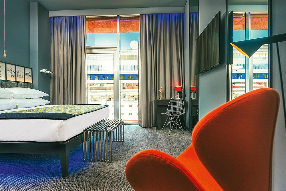 Zimmer mit Schiff-Blick im CR7 Hotel