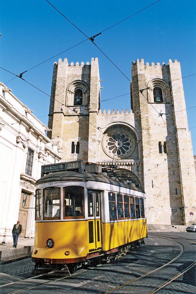 PT-LissabonStadt-ElectricoLinie28Kirche
