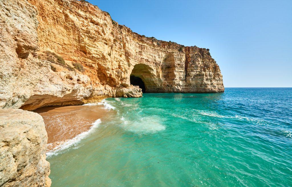 Meer & Felsenküste an der Algarve in Portugal