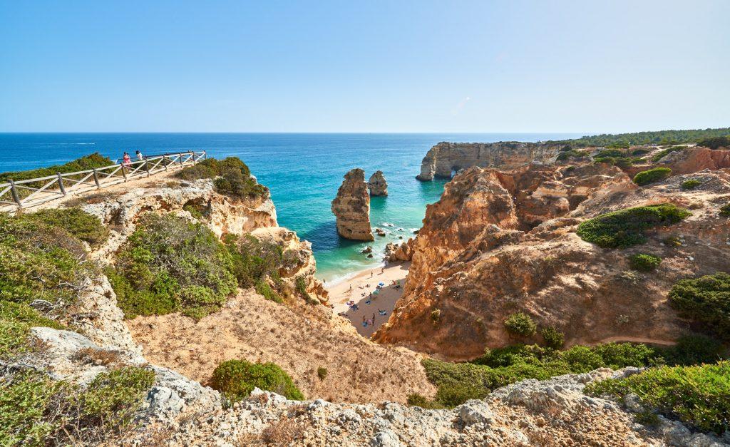 Ausflugsziel: Felsenküste an der Algarve in Portugal