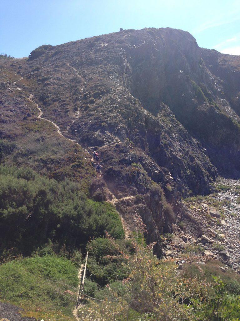 Aufstieg hinter Azenha do Mar auf der Rota Vicentina