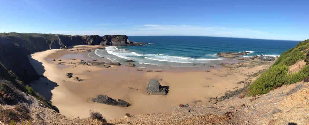 Blick auf Praia dos Machados an der Rota Vicentina