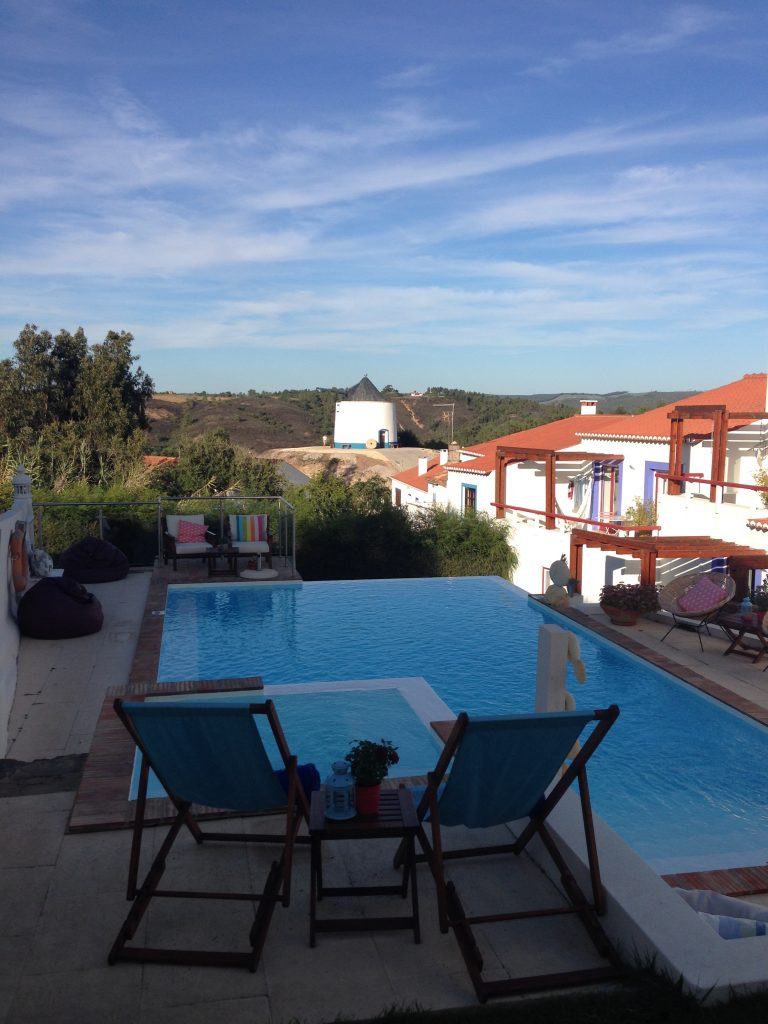 Pool im Hotel Wanderung Rota Vincentina