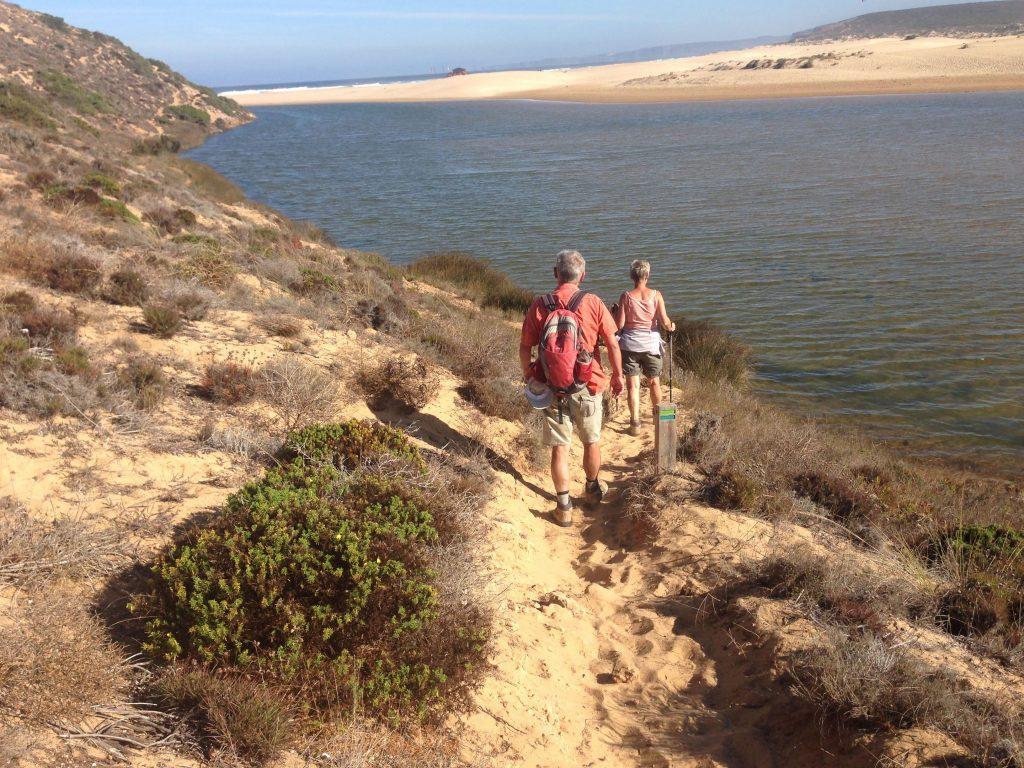 Wanderer Praia Bordeira an der Rota Vicentina