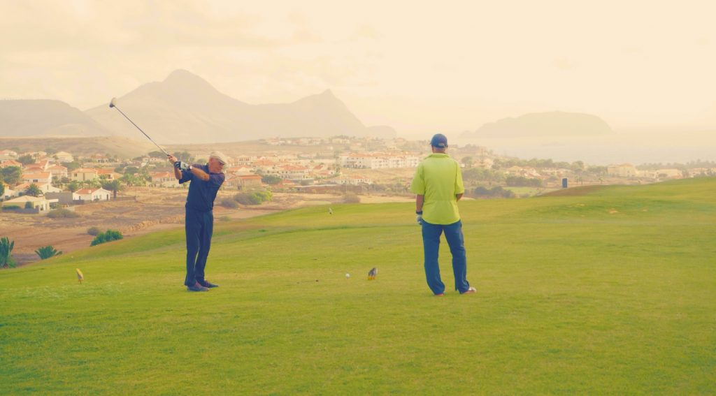 Golfer auf Golfplatz Porto santo Portugal Urlaub