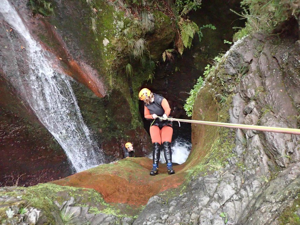 Abseilen am Wasserfall in Madeira