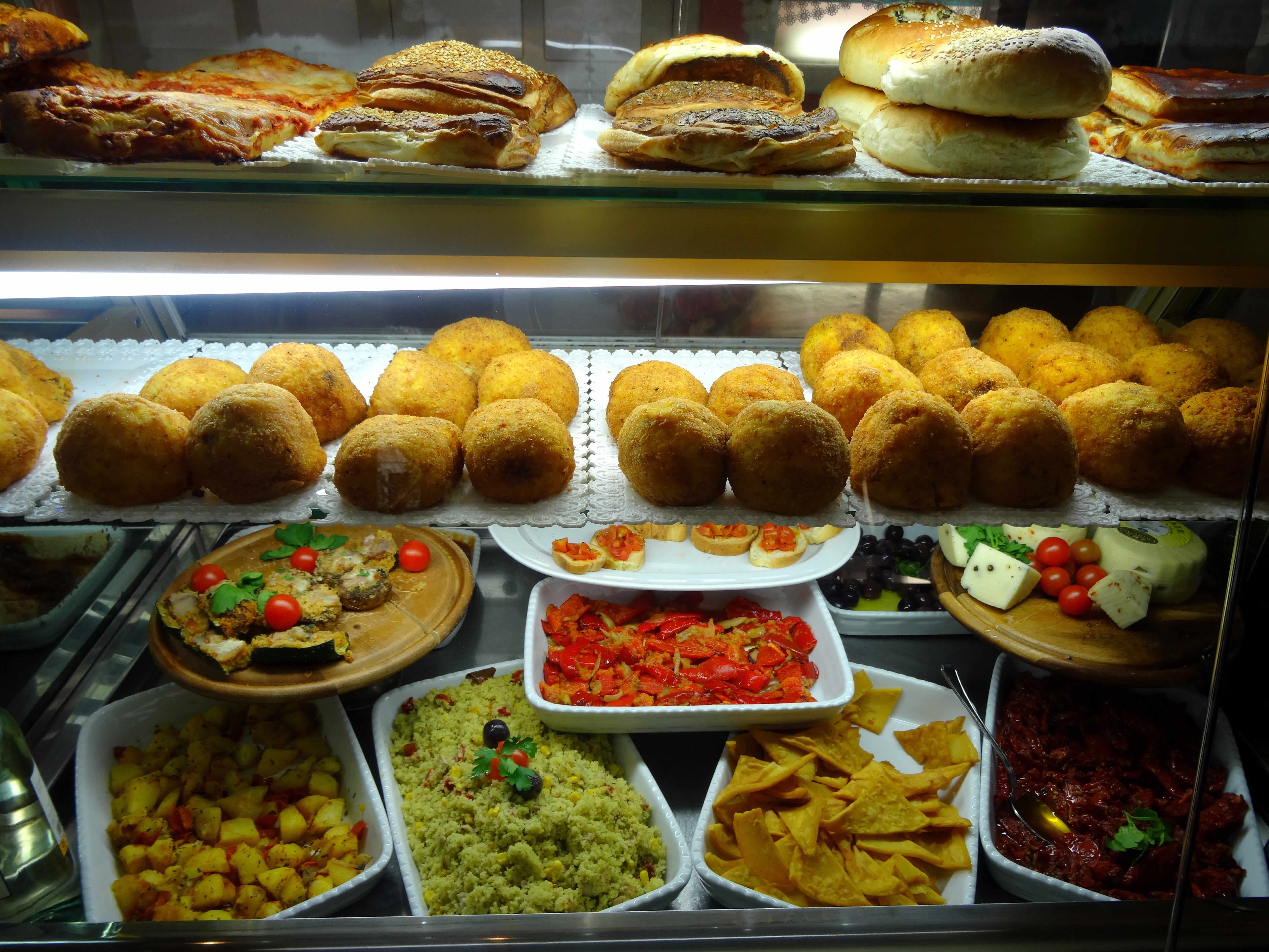 Arancini und Antipasti auf Sizilien