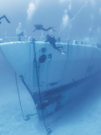 Taucher am Schiffswrack vor Porto Santo