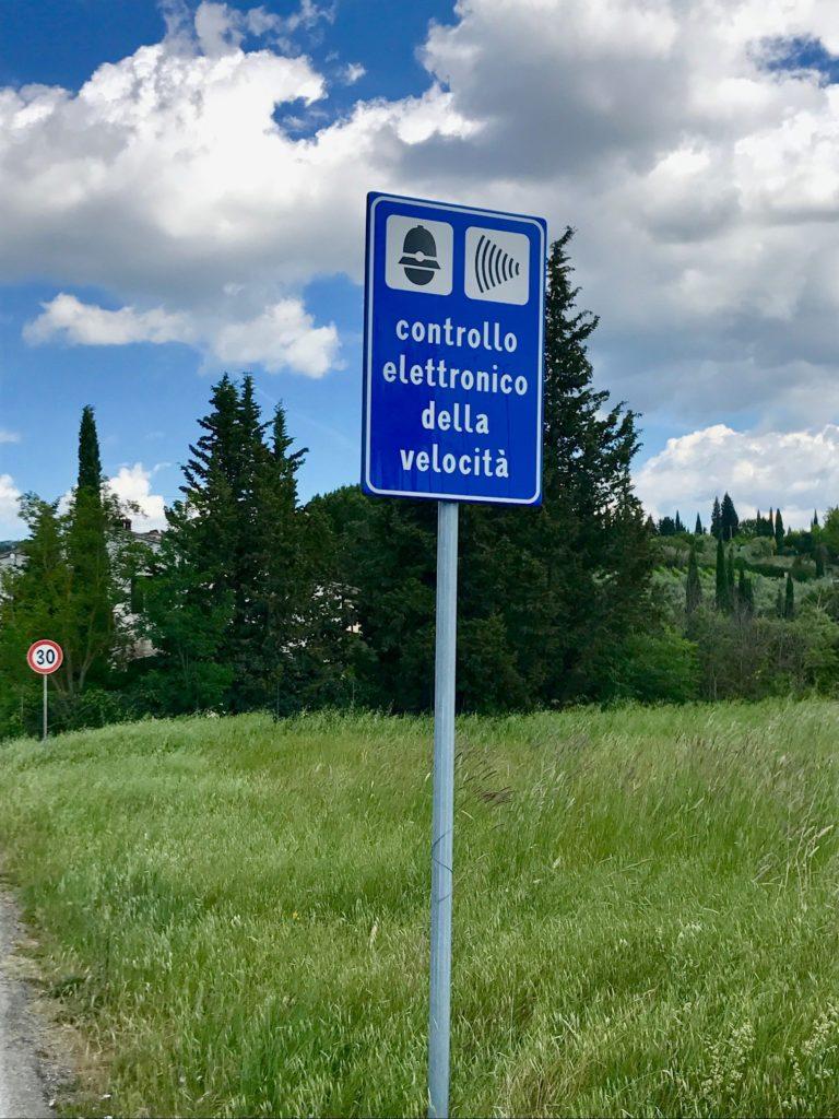 Schild Geschwindigkeitskontrolle Toskana