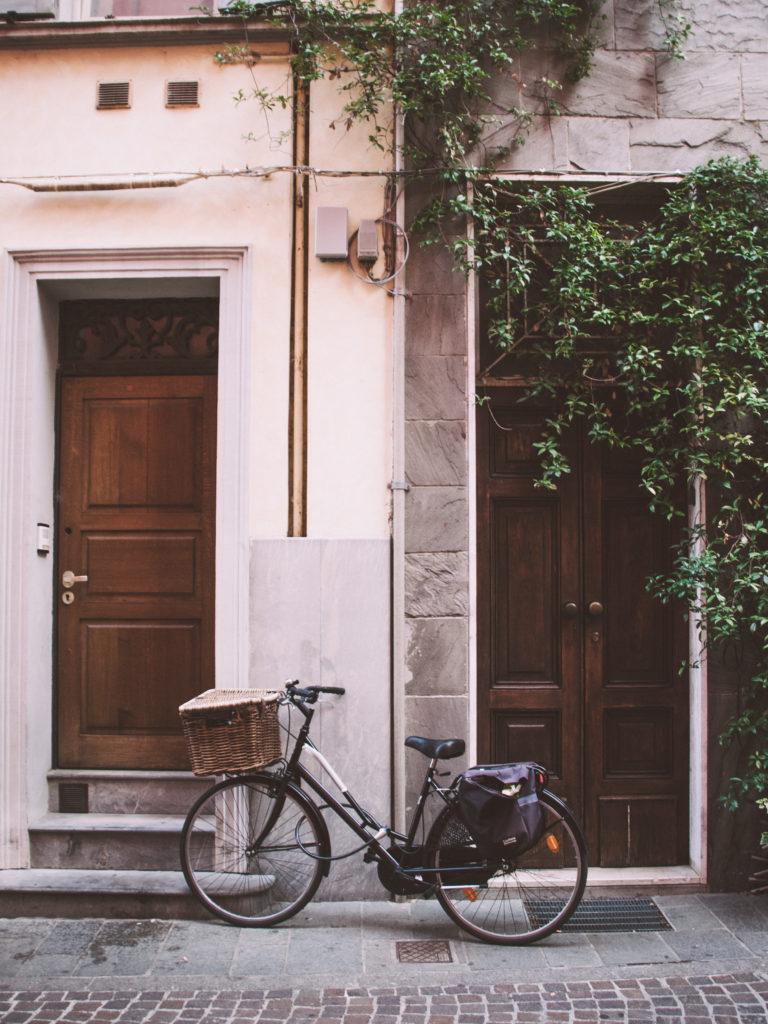 Fahrrad vor Eingangstür