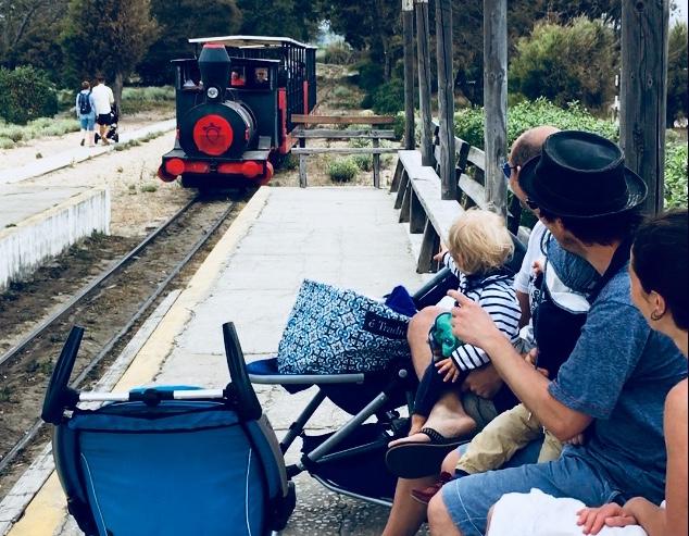 Mit der Bimmelbahn zur Praia do Barril