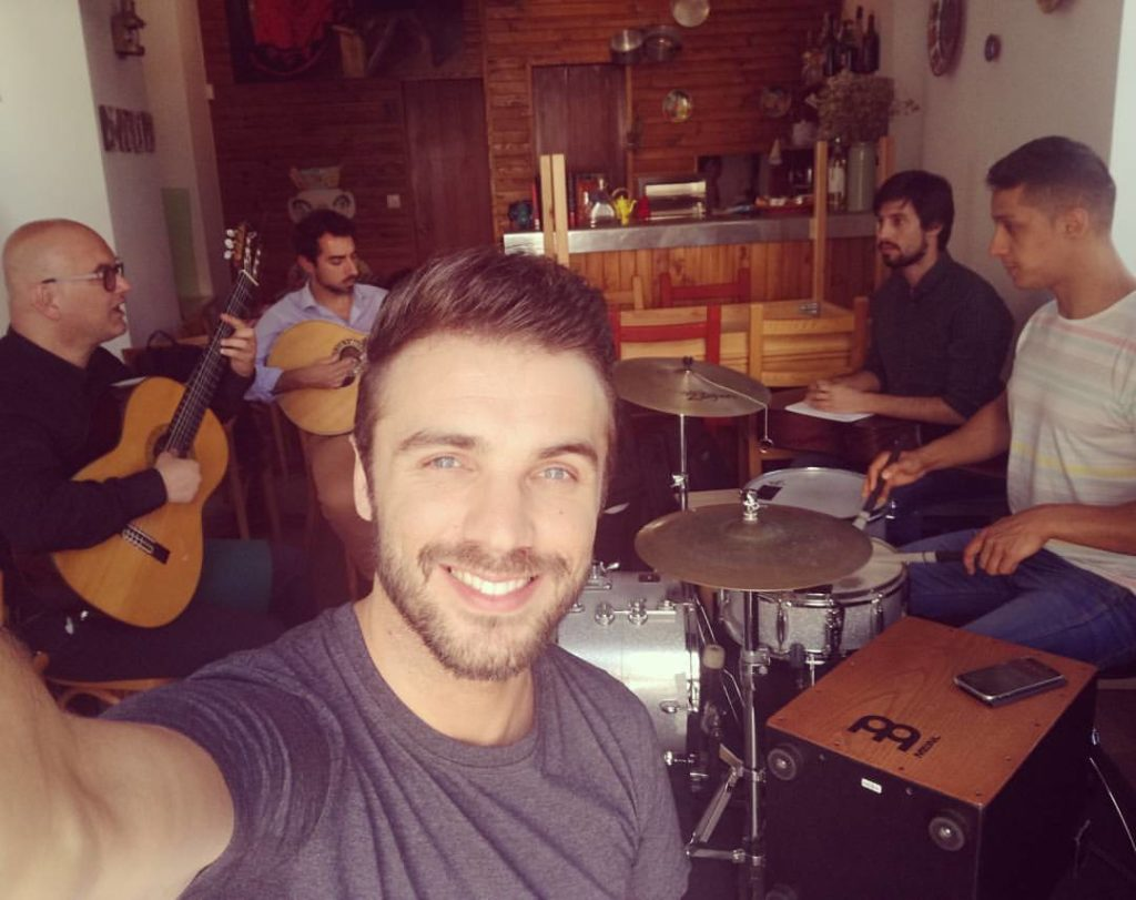 Miguel Camoes mit Band