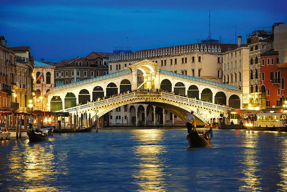 Rialtobrücke Venedig am Abend