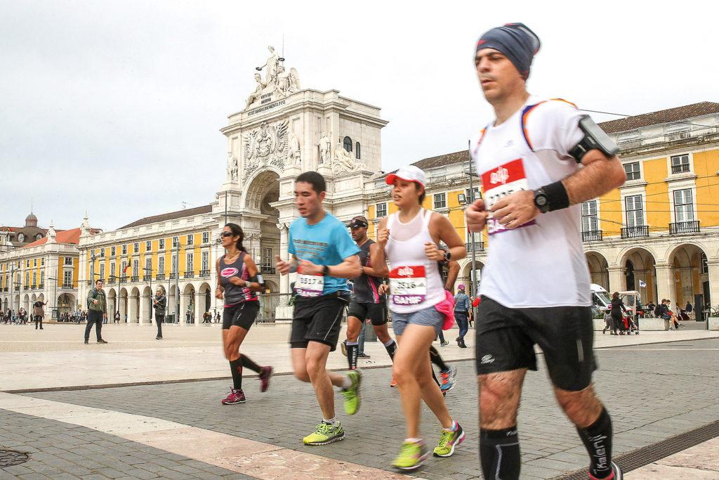 Läufer beim Halbmarathon in Lissabon