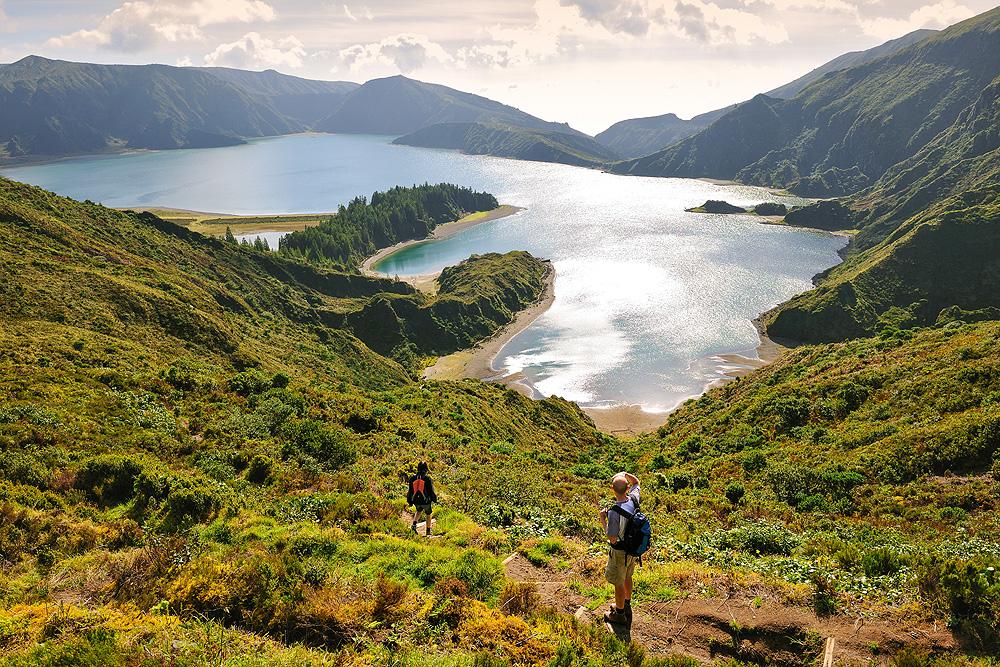 Wanderer am Lago do Fogo auf Sao Miguel