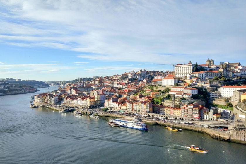 Blick von der Brücke über Porto