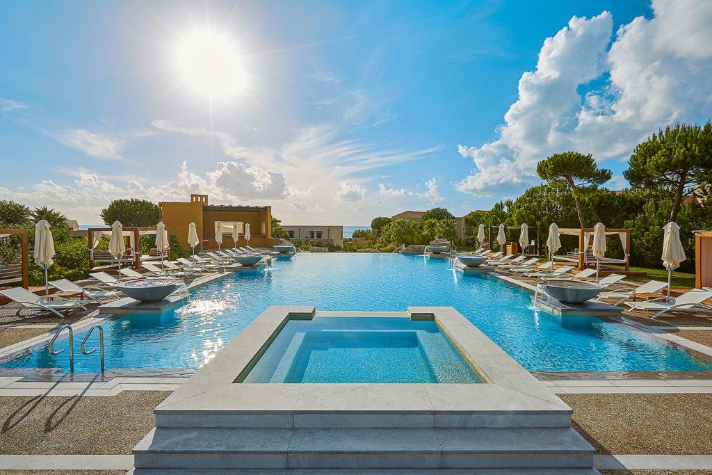 Pool vom The Westin Resort Costa Navarino