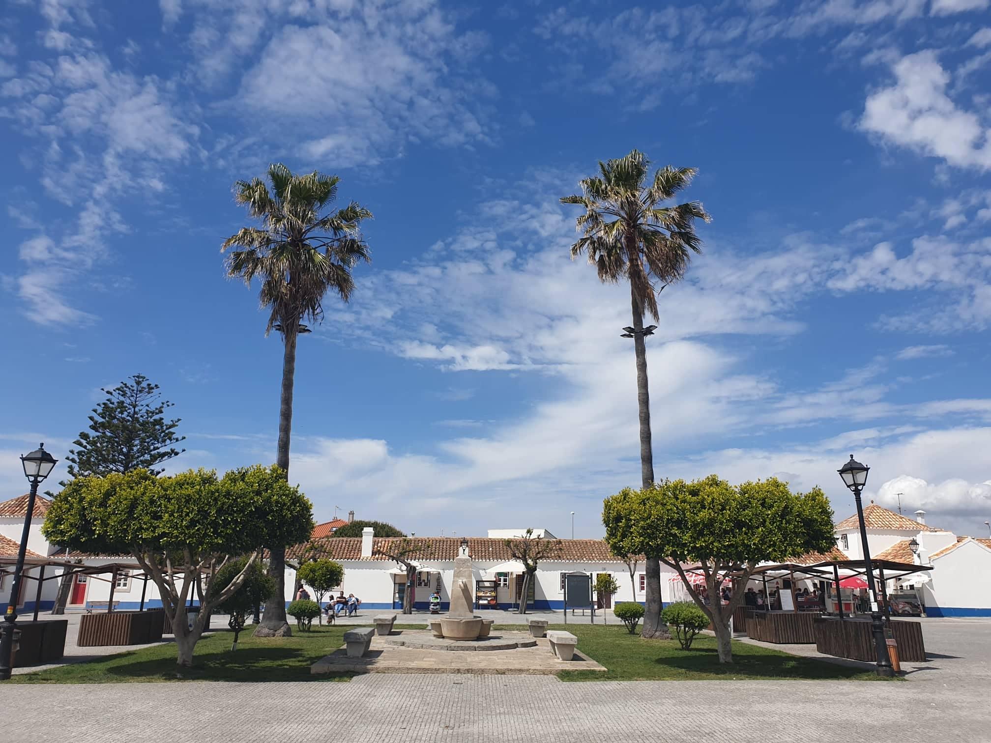 Marktplatz von Porto Covo
