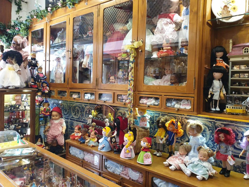 Puppenklinik Lissabon innen