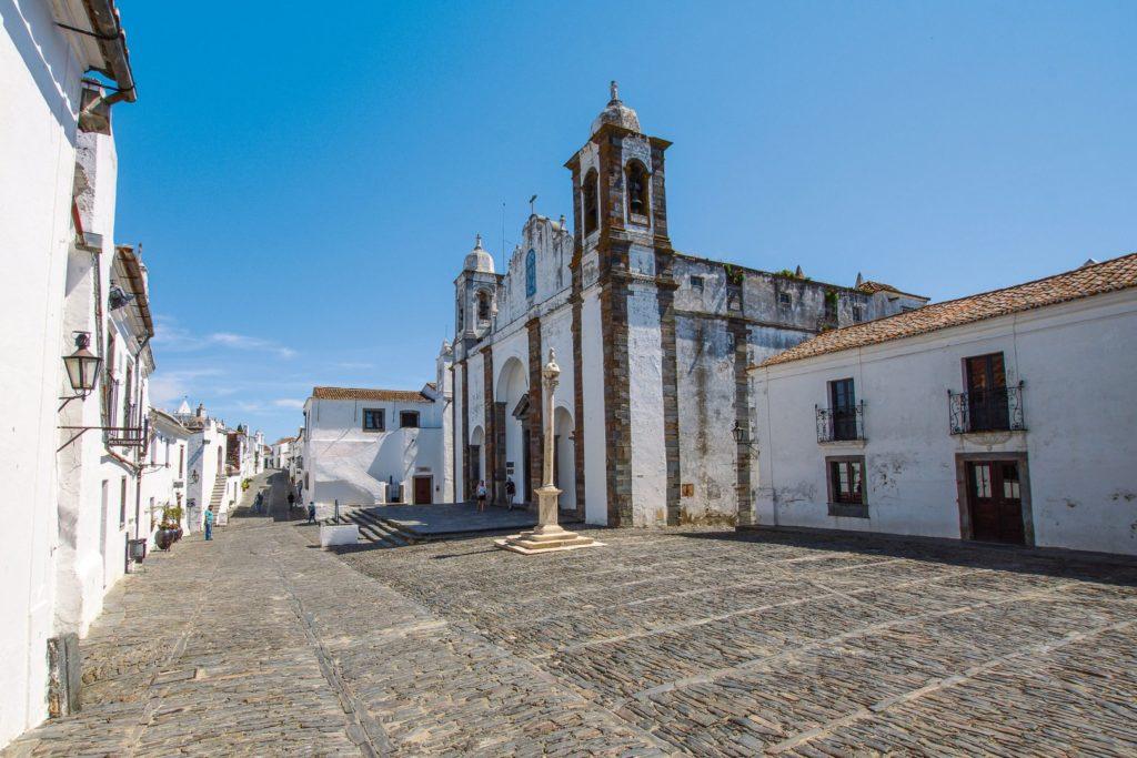 Kirchplatz in Monsaraz