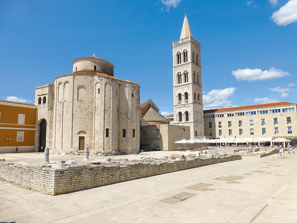 Römische Überreste und Kirche in Zadar