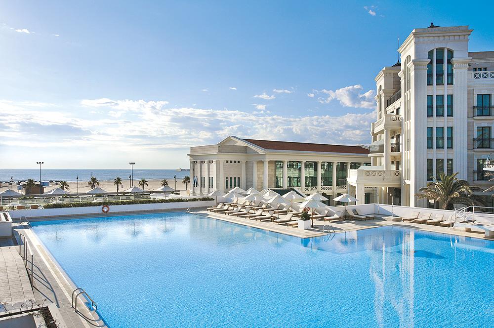 Hotel Las Arenas Pool