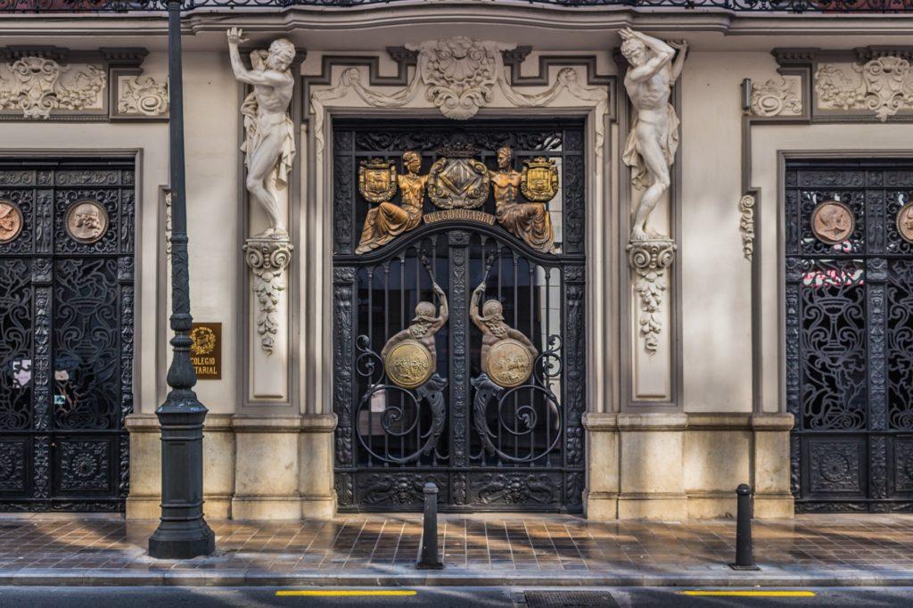 Imposante Pforte in Valencia