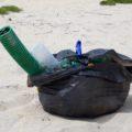 Mülltüte am Strand Portugal