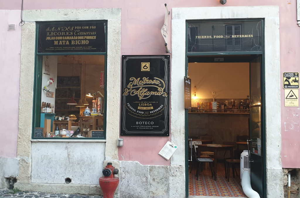 Likörgeschäft in Lissaboner Alfama